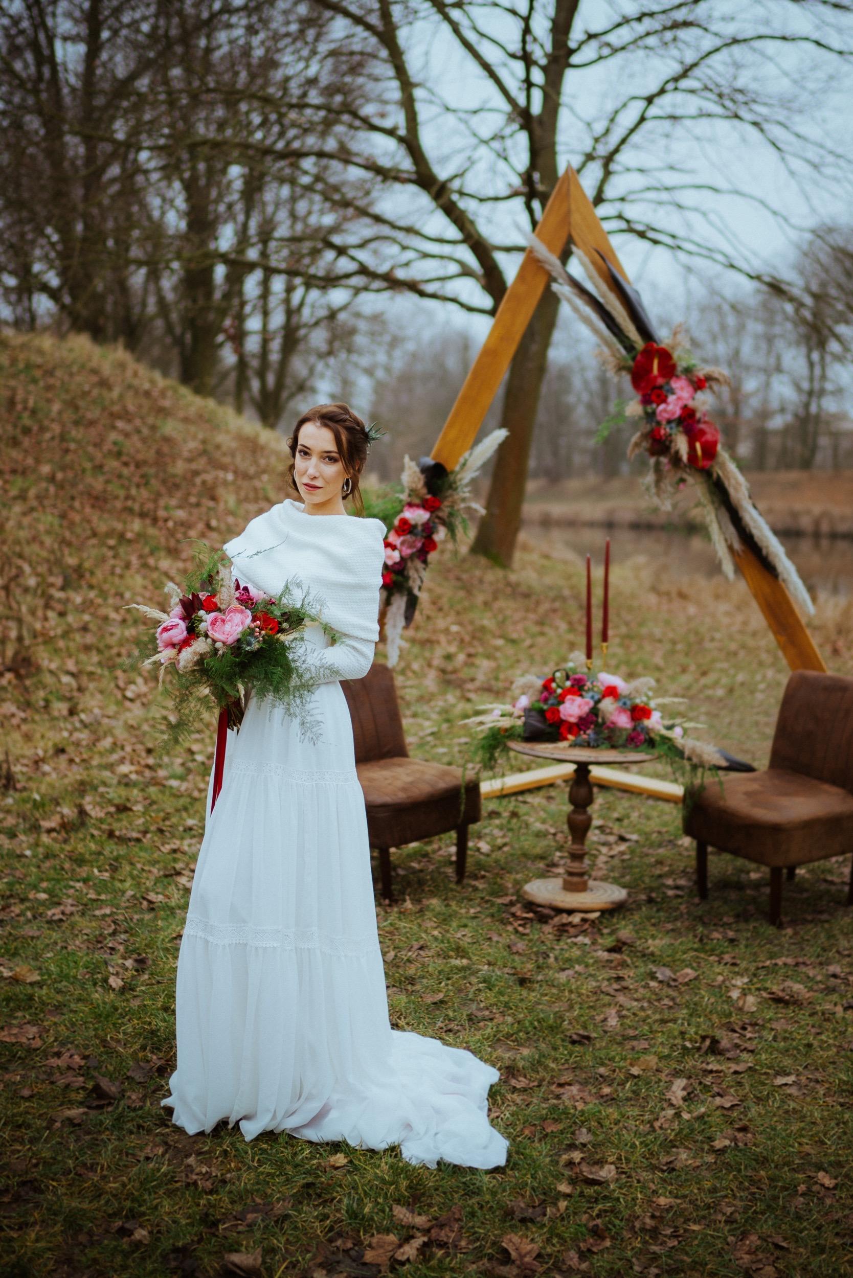Dřevěná slavobrána na svatbu trojúhelník