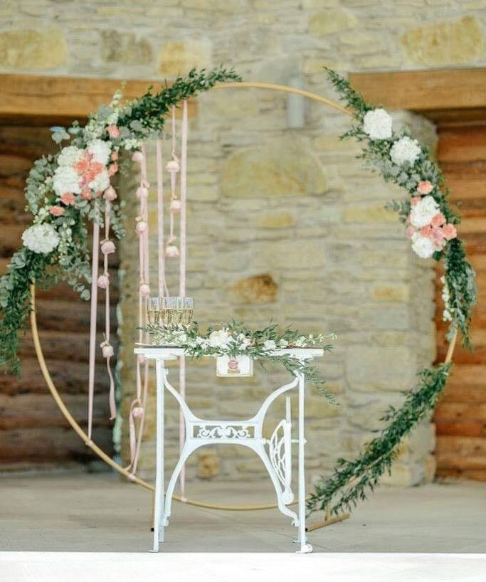 Svatební oblouk zlatý kruh