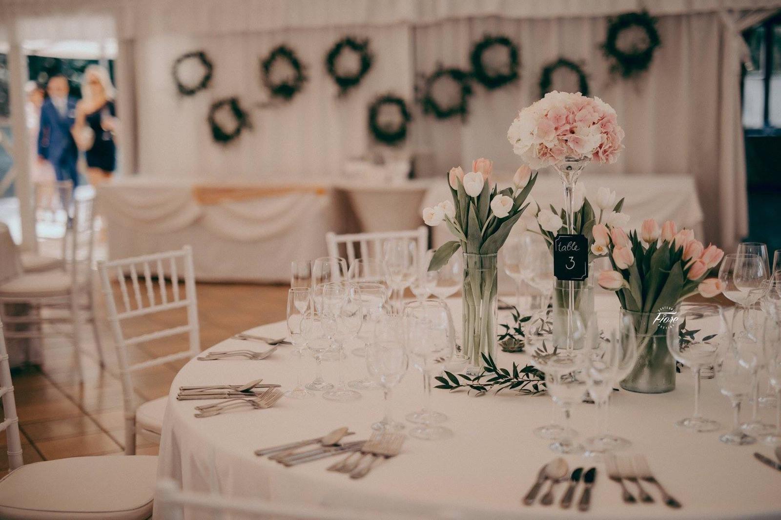 Skleněné vázy na svatbu